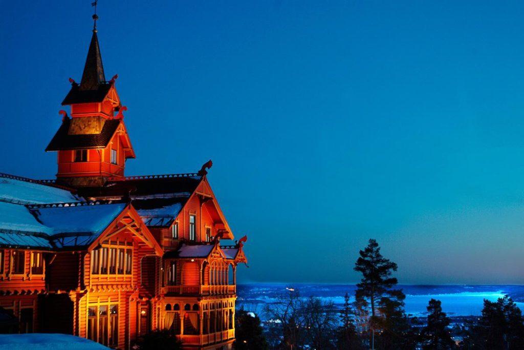Holmenkollen Park Hotel, offers both a cozy bar and a first-class international cuisine