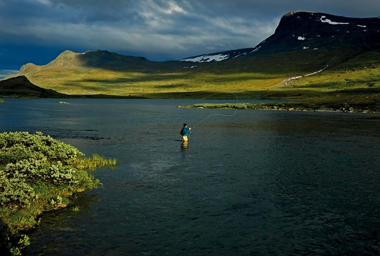 4013_Midnight-Fishing-in-Bjorkliden