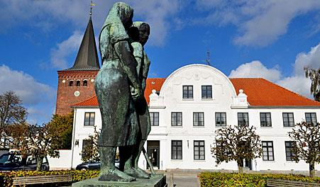 290114_Sakskoebing_town_swuare_with_turnip_girls