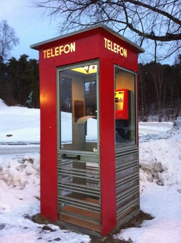 300615-norwegian-telephone-boot