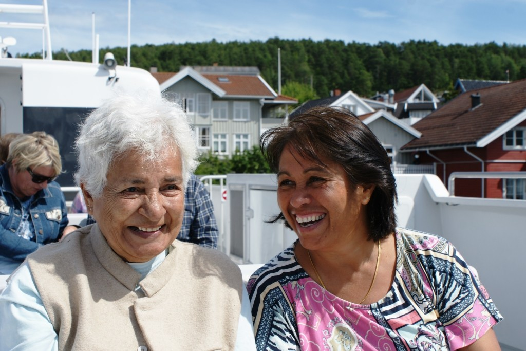 Shirin Shen (right) brought her cousin from India, Twinkle Dawes, on this day trip on the Oslo fjord