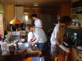 210815-cooking-in-suderbyn-ecovillage-gotland-sweden