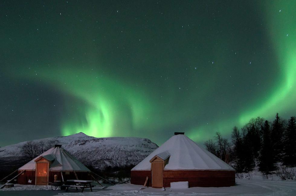 041015-nortern-light-at-lyngfjord-adventures-tromsoe-norway