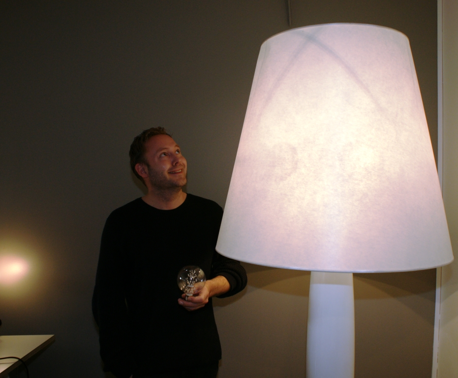 Ove Rogne with the Big Mama lamp. Photo: Tor Kjolberg
