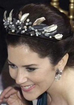 271015-Midnight Tiara-2009-by-Charlotte-Lynggaard-loaned-to-Crown-Princess-Mary-of-Denmark