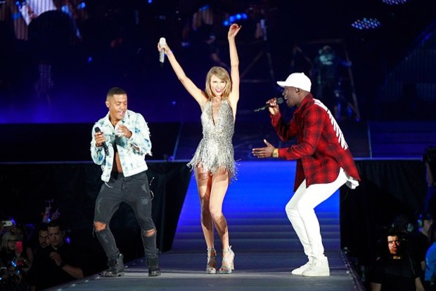 291015-taylor-swift-nico-and-viz-duet