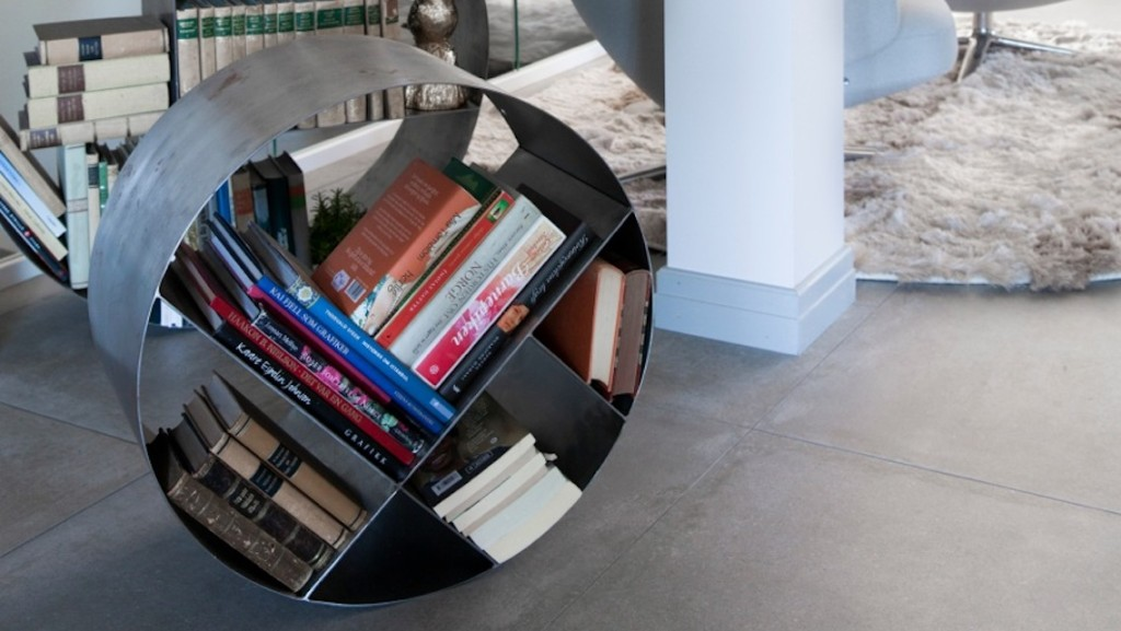 191115-hole-design-bookshelf