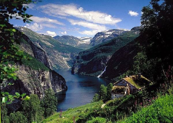 Geiranger fjord. Photo: Brandstroms busstrafikk