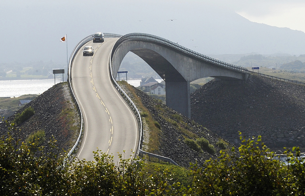 Cars are passing the Storseisund- bridge, part of the Atlantic Ocean Road, in western Norway . Photo: Winfried Rothermel/dpa/Corbs