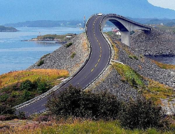 Atlantic road. Photo: Giergio Ghezzi