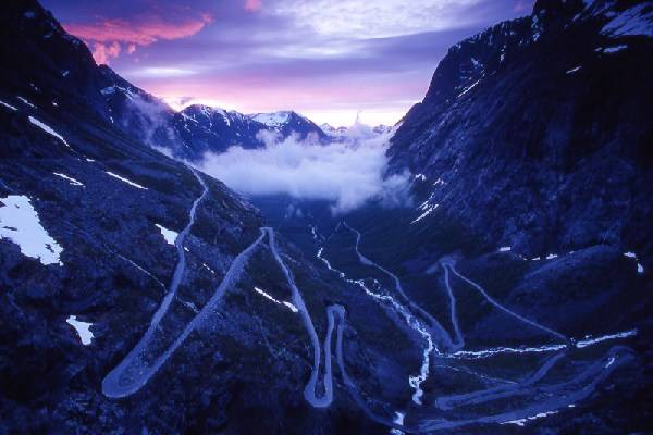Sinrise at Trollstigen. Photo: Brandstoms busstrafikk