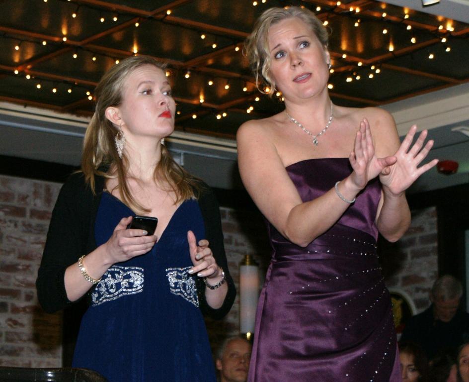 Sopranos Elisabeth Gimmestad and Stina Levvel
