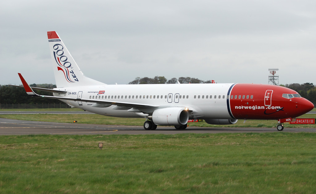 070316-Norwegian_737-800