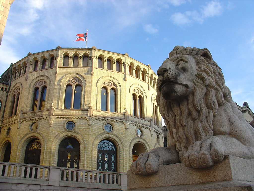 240316-lion-sculture-outside-stortinget-oslo
