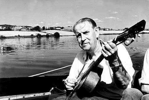 Poet and singer Alf Prøysen