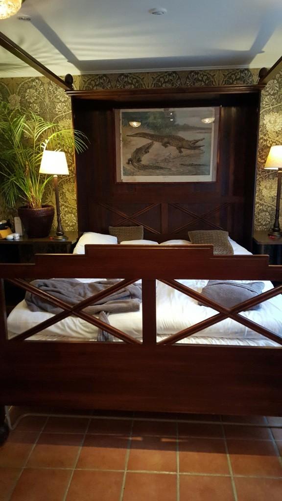 Romantic bed in Strandflickorna Coastal Hotel. Photo: Helgard Mahrdt