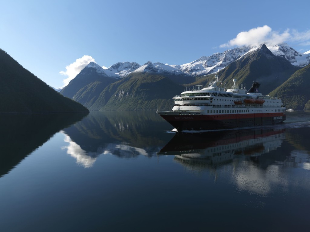 Huerigruten in Hjorundfjord. Photo by Erika Tiren