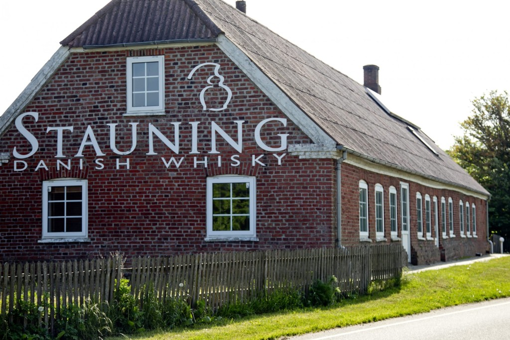 010916-stauning-whisky-building