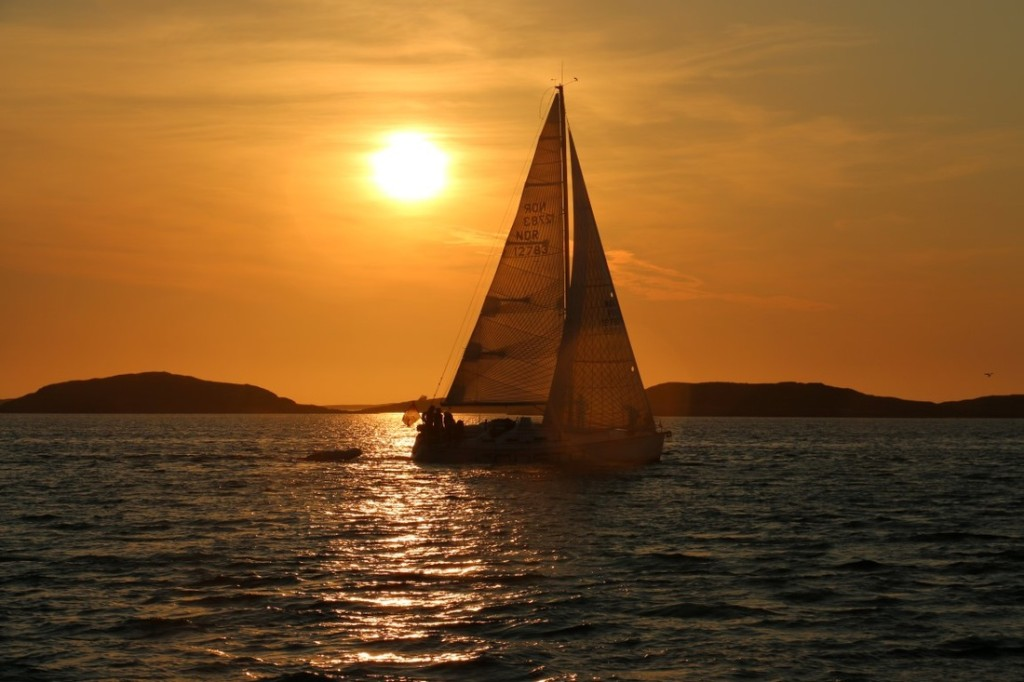 Midnight sun sailing