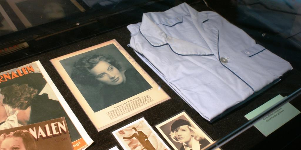 Greta Garbp's pyjamas and personal belongings