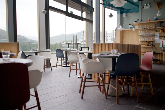 Floor-to-ceiling windows provide the restaurant with ample day light.