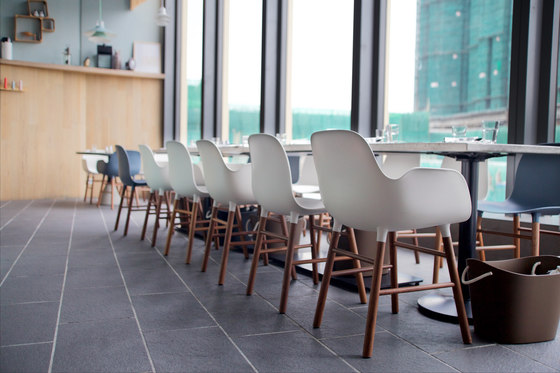 Form chairs and Ikono lamps define the bright and clean atmosphere.